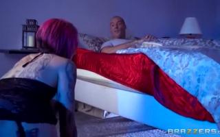 Anna Bell Peaks rubbelt ihre Fotze um Sex