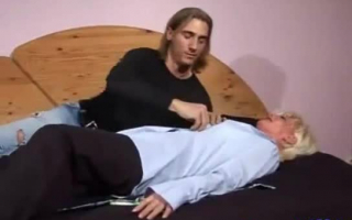 Schlanke sexy Milf in Strumpfhosen - Diese süsse Finger stopfen jedes Männer in ihren Kalender