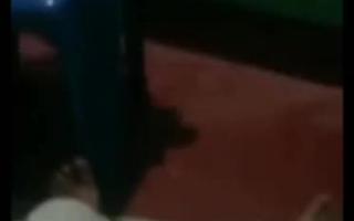 Eine sehr geile Hure besorgt es dem Dildo mit ihren dicken Titten - Mature Domination (Teensex)