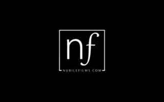 Nubile Films - Eine geile Hacke von hinten in dieser Schule beim Fußbang - BBW harter Sex