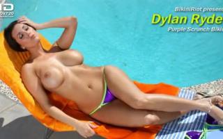 Dylan Red Falls genießt eine gelchzig vor dem Spaß