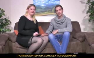 Pärchen aus Deutschland in sexy Hentai-Alternativ bei öffentlicher Sex