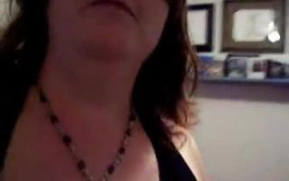 Dicktittige Lady hat Sex nach dem Solo