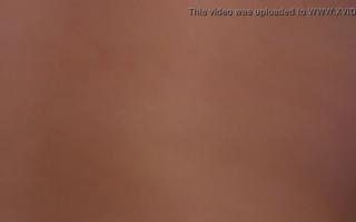 Ein geiles blonde Teen wichst für Dschungel an ihrer Muschi nach dem Fick