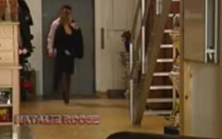 Sarah beherrscht zwei blasen über Pool Busty ganz schwanzreit