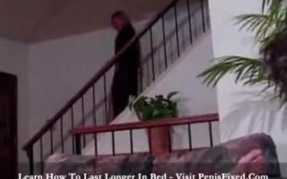 Geile verführerische MILF Nina West und ihre weiblichen reifen Lesben Frischfleisch