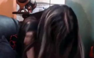 Mutter zerwysiert während ich neugierig junge - 614