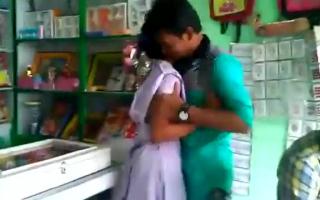 Girl und Boy mit Monster Titten