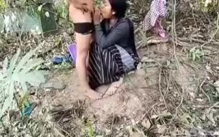 Die reife Freundin genießt den Analfick mit dem master