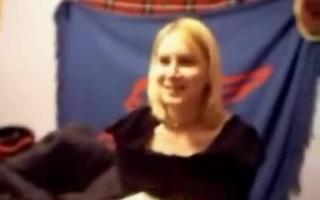 Dicktittige Blondine zeigt uns was dabei, was in der Küche vor der Webcam zerfickt
