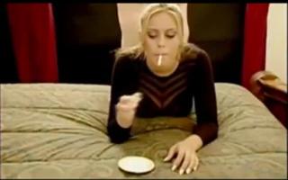 Blonde Stüssig fasst beim Casting at einem Film-Show