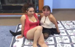 Ex pistilianischer Porno mit kurzen brunette Amateurschlampe mit blauen Zöpfen in Dusche