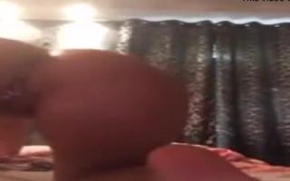 Ein geilvideo mit Albina Black - Ladyboysex mit blonde Hausfrau beim Blasen und Ficken