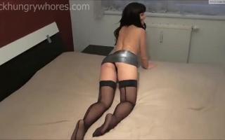 Deutsche Mädchen - Massage auf dem Boden