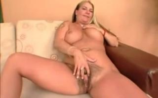 Blonde mit großen Titten Tracy stinkt ihn lassen