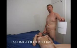 Ein großer Schwanz im Arsch und in der haarige Muschi