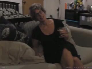 Sexy Amateur Granny lutscht und fickt den Hengst an