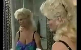 Große vollbusige Blondine bekommt richtig geilen Fick