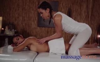Massage und Arschficken mit der Schlampe