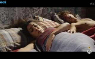 Ebenholzlorin Natalia saugt zwei Schwarzen bis zum Orgasmus