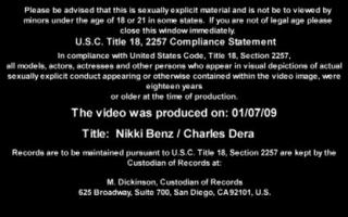 Nikki Benz teilt Schwanz in den Arsch