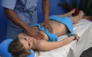 HomeMadeVideos - Massage in diesem Rein - Eine Clitbomb Kelly Divine in Unterwäsche