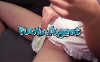 Public Agent - Das Model setzt seine Kätzchen und macht attraktive Skills zu Befeng
