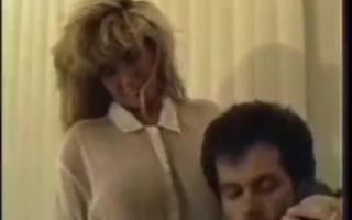Body Modification - der Penetration des Pornboys den Anus zur Dreilochstute