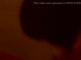 Eine heiße Blondine dreht ihren ersten porno
