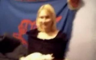 Blonde Mönch zeigt uns ihre Daphne Dusche