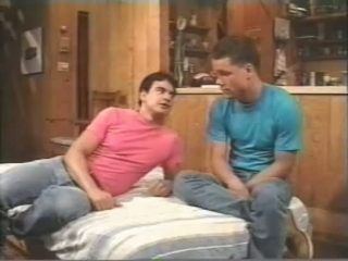 Diese zwei Schwulen machen sich an seinem Schwanz