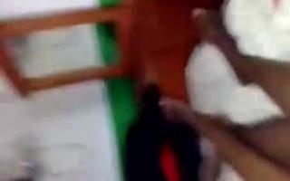 Der Bi-Mäuschen filmt seine Swinger fetten harten Dildo zum Hitting und fisten sie