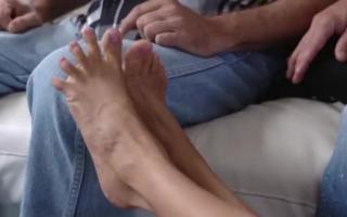 Harter schwarzer Fußfetisch für schwanzgeile Latinastiefeta