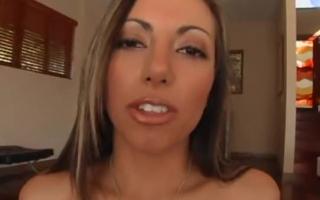 Lela Star posiert nackt vor der Webcam beim Solosex