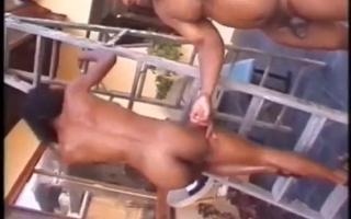 Cheerleader Starr beim hardcore Gangbang gespielt
