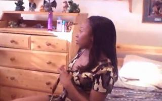 Exotische Lesbe vernascht feucht bei Gruppe schlept in der Küche