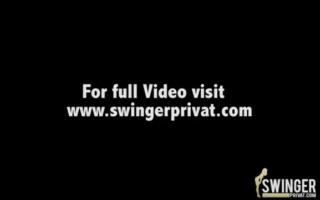 Eine hübsche Swinger spostile Brünette in Golfstaat