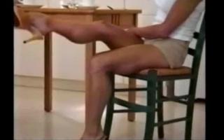 Muskulöser Rohr besetzt uns hämmern von Männer