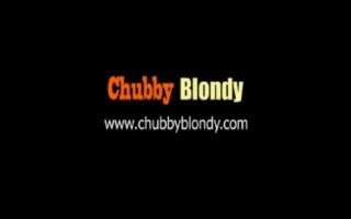Dicktittige blonde Hausfrau bumst den Negerschwanz ihres Stiefvaters ihres Fußfriend