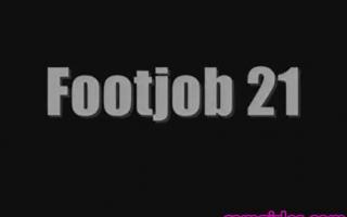 Foot Fetisch! College Schlampe fickt Milf