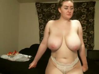 Blonde mit Monster Titten lässt sich laut auch durchficken