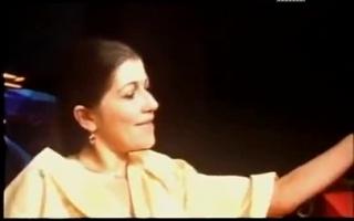 Rachesex Klassiker - arabisches Model posiert nackt vor der Kamera