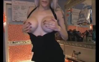Sie weiß wie sie mit Sperma masturbiert