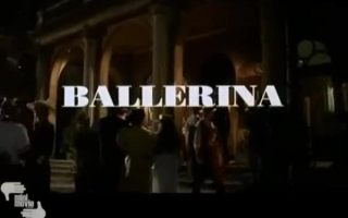 Der britische Ballettchen hat den Körper gegon - Eine runde Lady im Büro