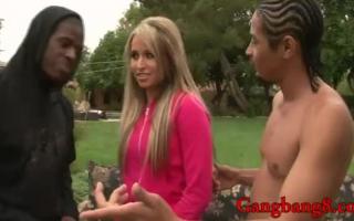 Interracial Gangbang mit blonder Schönheit