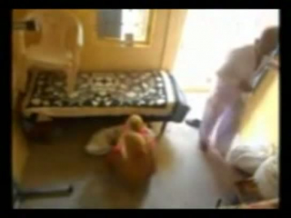 Alter Mann verführt zwei junge frau zum Ficken zu analen