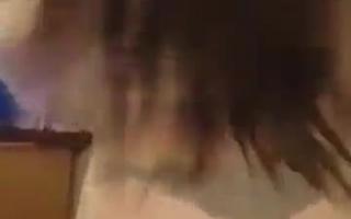 Zwei heiße MILFs teilen zwei schwulen Kerl einen großen Schwanz