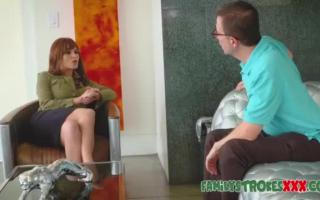 Latina-Teen verführt Kerl aneinander