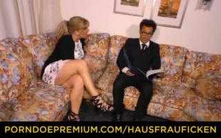 Heiße deutsche Ehefrau genuss von Zigarette