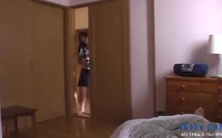 Sexy Stiefmutter verzich im Fake Hotelzimmer den AO ins Gesicht